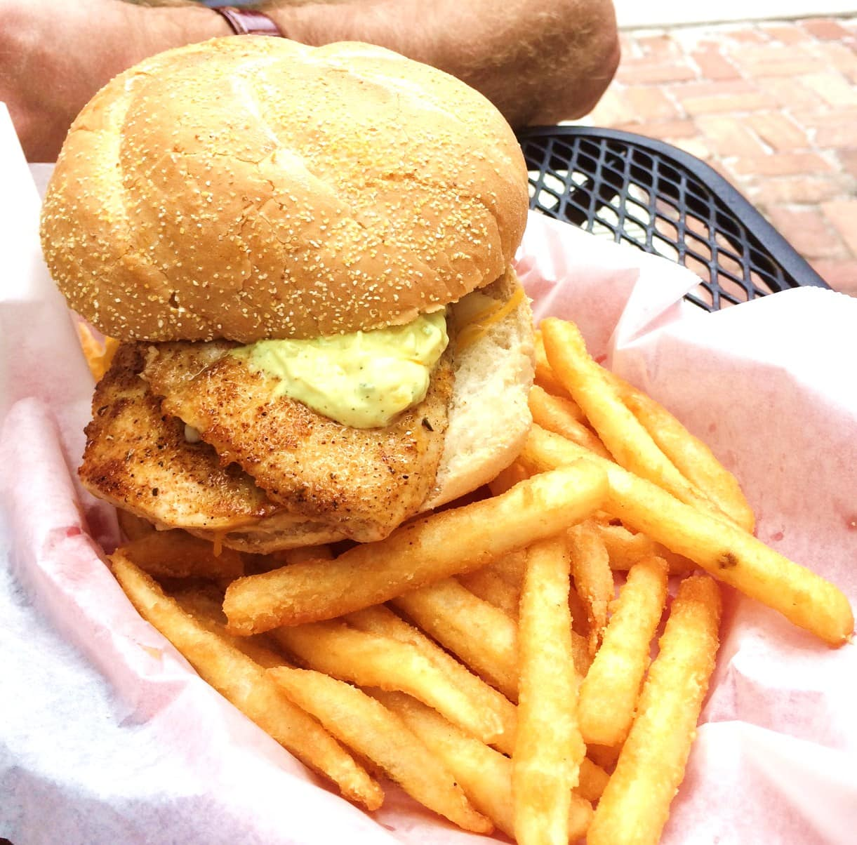 Lee Be Seafood: Grilled fresh Fish Sandwich