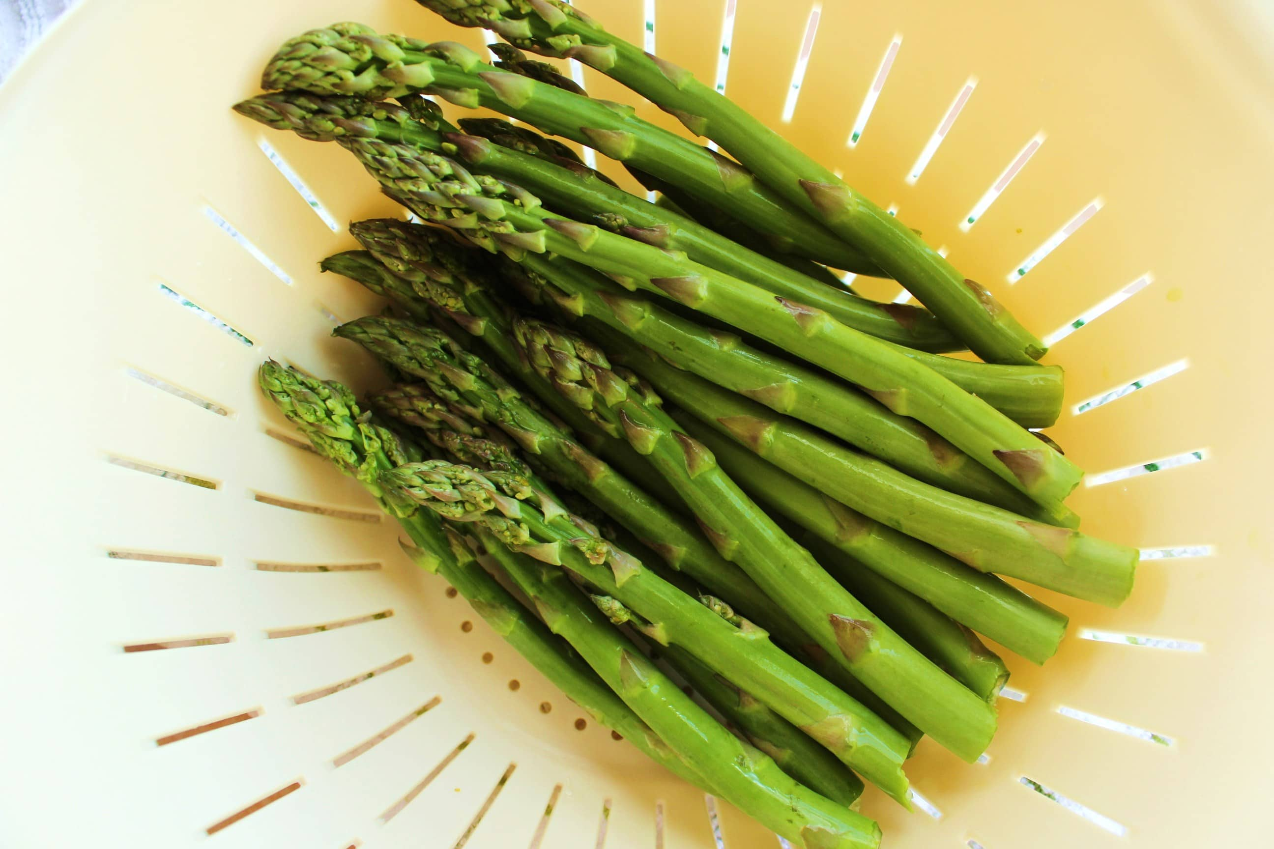Fresh asparagus with stems removed